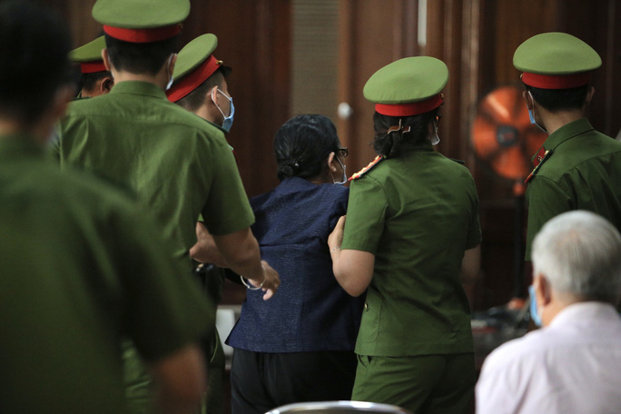 Hành động bất ngờ của nữ đại gia Dương Thị Bạch Diệp khi nghe lại bút lục lời khai - Ảnh 3.