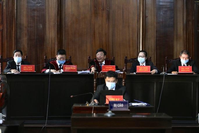 Hành động bất ngờ của nữ đại gia Dương Thị Bạch Diệp khi nghe lại bút lục lời khai - Ảnh 1.