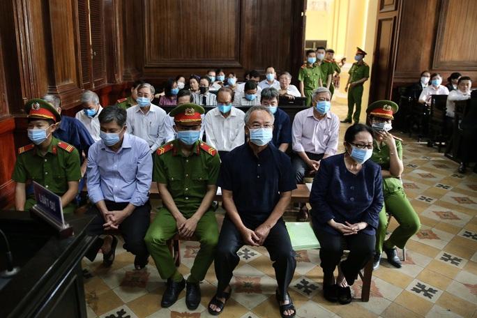 Hành động bất ngờ của nữ đại gia Dương Thị Bạch Diệp khi nghe lại bút lục lời khai - Ảnh 5.