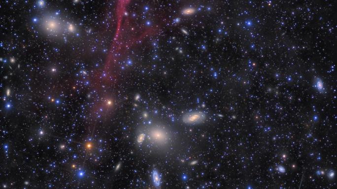 Bóng ma kỳ lạ xuất hiện trên bầu trời, to gấp 40 lần mặt trăng - Ảnh 1.