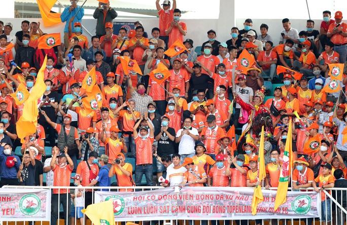 Sân Quy Nhơn mở hội đón HLV Park - Ảnh 1.