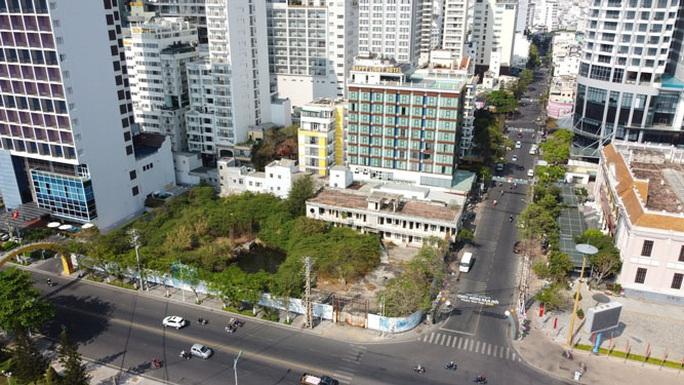 Đất vàng đường biển Nha Trang bỏ hoang - Ảnh 1.