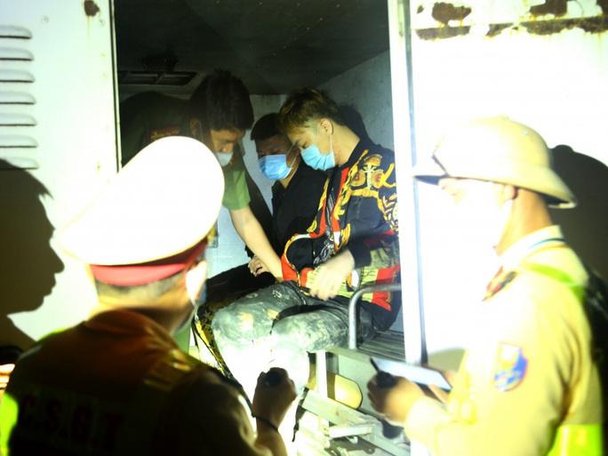 Lập chốt, chặn bắt 2 người Trung Quốc trốn khỏi khu cách ly tập trung Covid-19 trong đêm - Ảnh 2.