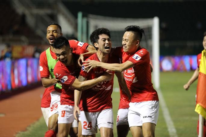 Lee Nguyễn lập công, CLB TP HCM thắng nghẹt thở ở phút bù giờ - Ảnh 6.