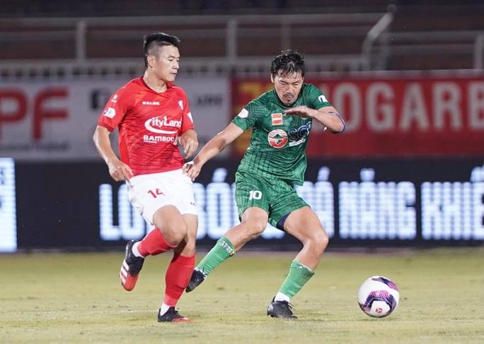 Lee Nguyễn lập công, CLB TP HCM thắng nghẹt thở ở phút bù giờ - Ảnh 4.