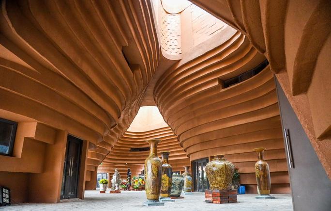 """CLIP: Cận cảnh công trình """"độc lạ"""" kinh phí 150 tỉ đồng ở làng gốm Bát Tràng - Ảnh 9."""