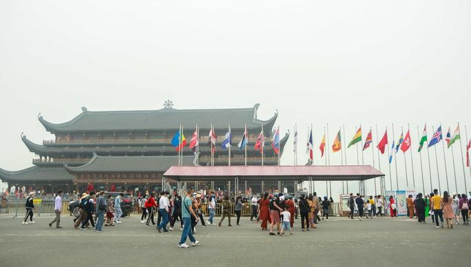 5 vạn người đổ về chùa Tam Chúc: Chùa xây dựng hệ thống phòng chống dịch Covid-19 - Ảnh 12.