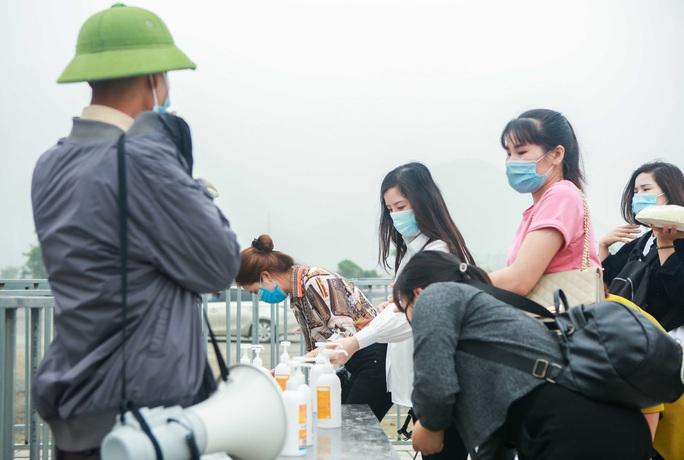 5 vạn người đổ về chùa Tam Chúc: Chùa xây dựng hệ thống phòng chống dịch Covid-19 - Ảnh 8.