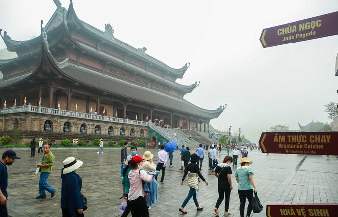 5 vạn người đổ về chùa Tam Chúc: Chùa xây dựng hệ thống phòng chống dịch Covid-19 - Ảnh 13.