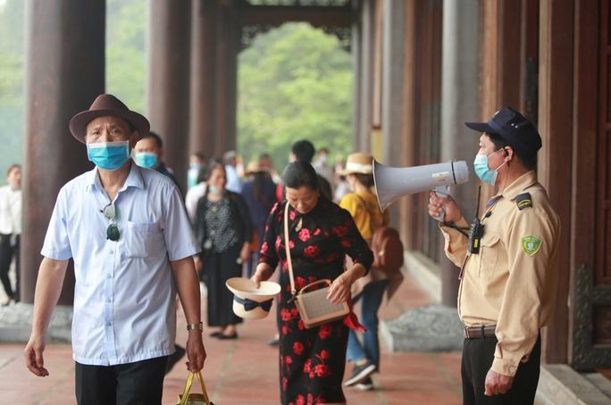 5 vạn người đổ về chùa Tam Chúc: Chùa xây dựng hệ thống phòng chống dịch Covid-19 - Ảnh 17.