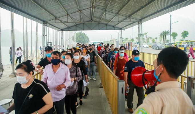 5 vạn người đổ về chùa Tam Chúc: Chùa xây dựng hệ thống phòng chống dịch Covid-19 - Ảnh 5.