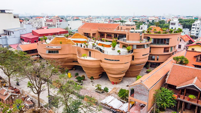 """CLIP: Cận cảnh công trình """"độc lạ"""" kinh phí 150 tỉ đồng ở làng gốm Bát Tràng - Ảnh 2."""