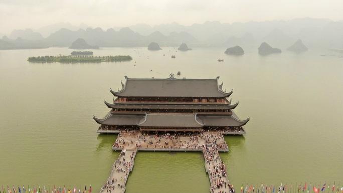 5 vạn người đổ về chùa Tam Chúc: Chùa xây dựng hệ thống phòng chống dịch Covid-19 - Ảnh 1.