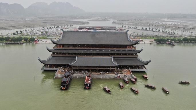 5 vạn người đổ về chùa Tam Chúc: Chùa xây dựng hệ thống phòng chống dịch Covid-19 - Ảnh 2.