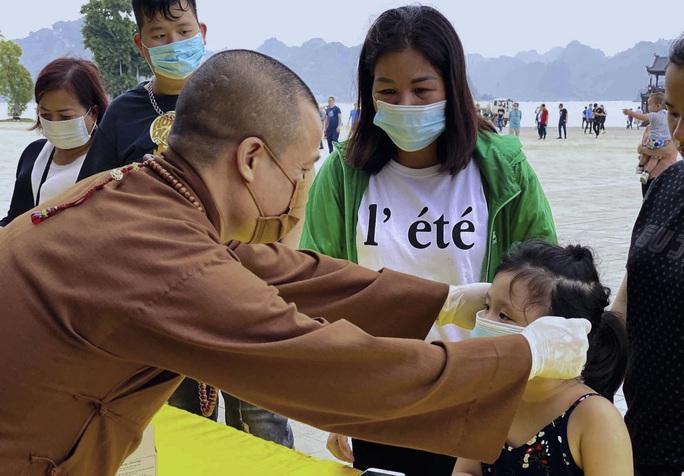 5 vạn người đổ về chùa Tam Chúc: Chùa xây dựng hệ thống phòng chống dịch Covid-19 - Ảnh 15.