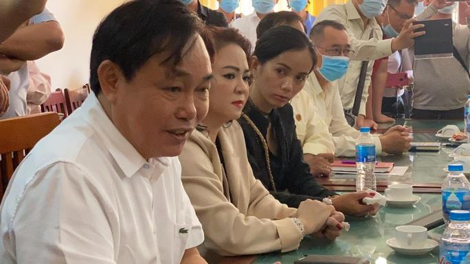 CLIP: Ông Võ Hoàng Yên nói gì trước những cáo buộc gay gắt của vợ ông Dũng lò vôi? - Ảnh 6.