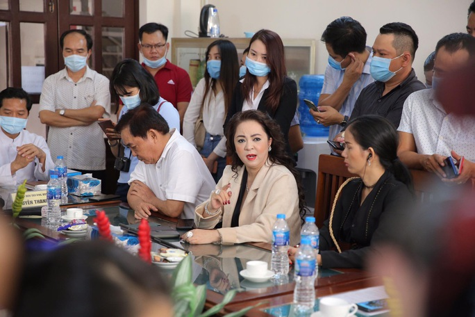 CLIP: Ông Võ Hoàng Yên nói gì trước những cáo buộc gay gắt của vợ ông Dũng lò vôi? - Ảnh 7.