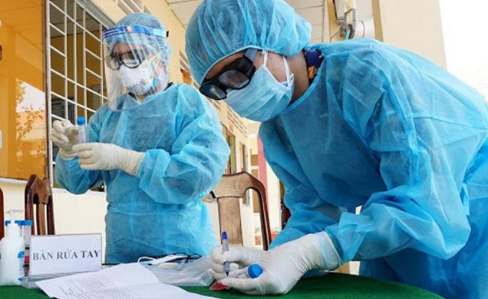 Người phụ nữ tái dương tính SARS-CoV-2 sau 2 ngày ra viện - Ảnh 1.