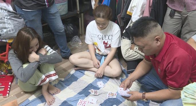 Bắt nhóm nữ 9x đánh bạc có ngoại hình 'ưa nhìn'