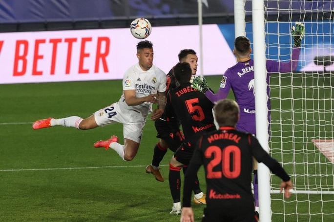 Hòa nghẹt thở phút 89 trên sân nhà, Real Madrid an phận Top 3 La Liga - Ảnh 2.