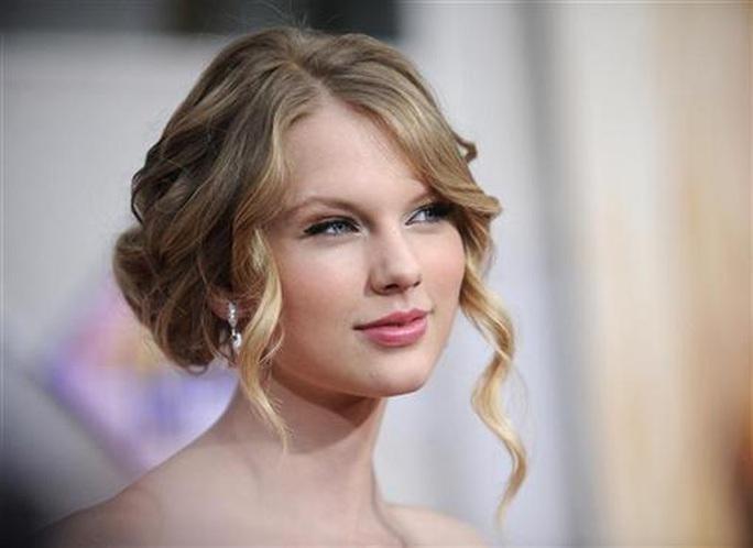 """Taylor Swift chỉ trích Netflix đùa """"hèn hạ"""" chuyện tình ái của cô - Ảnh 2."""