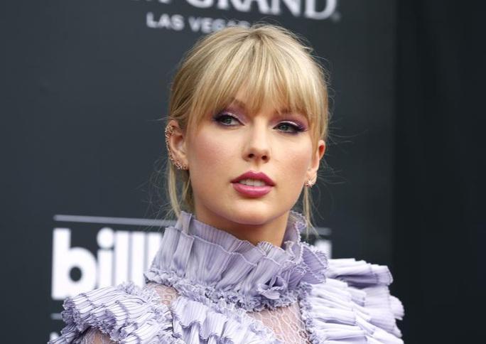 """Taylor Swift chỉ trích Netflix đùa """"hèn hạ"""" chuyện tình ái của cô - Ảnh 1."""