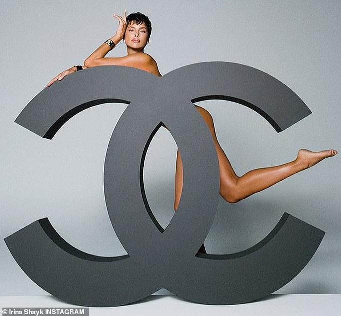 Siêu mẫu Irina Shayk khỏa thân táo bạo - Ảnh 1.