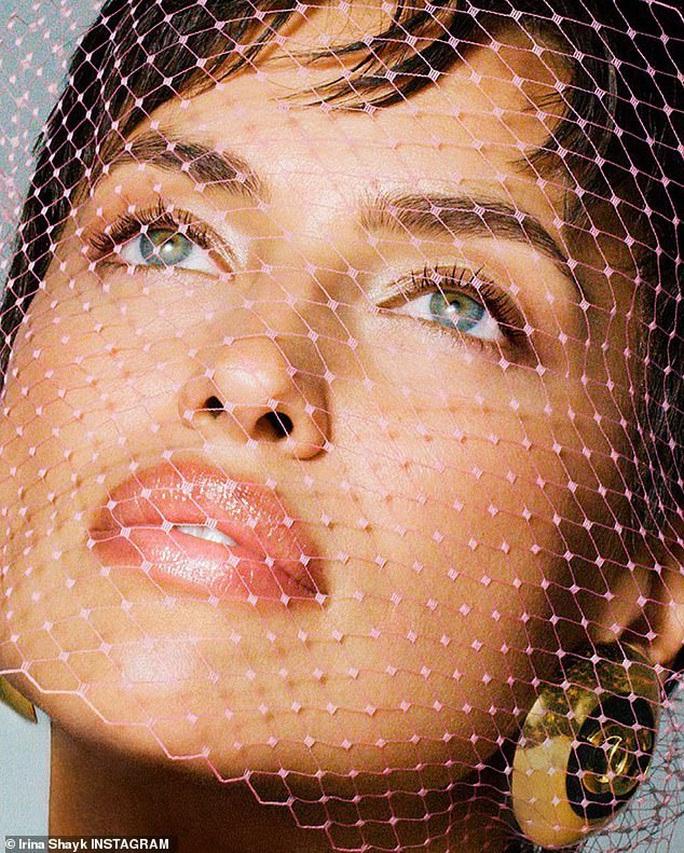 Siêu mẫu Irina Shayk khỏa thân táo bạo - Ảnh 2.
