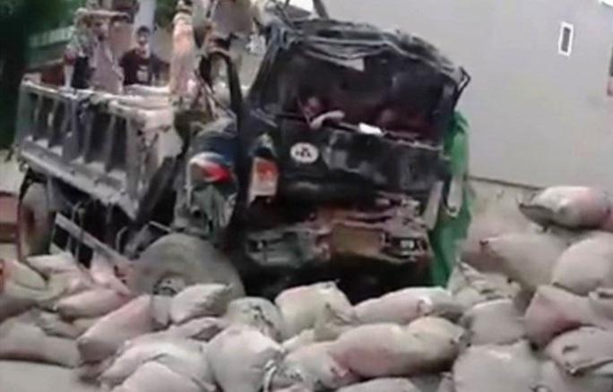 Đưa xe tải gây chết người đi cân tải trọng, xe lại gặp nạn khiến 2 người thương vong - Ảnh 1.
