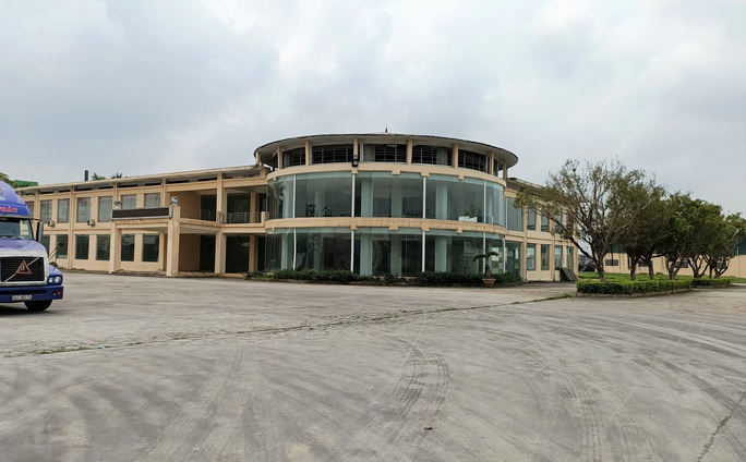 Trung tâm nông nghiệp 17 tỉ đồng ở Thanh Hóa xây xong để làm... cảnh - Ảnh 1.