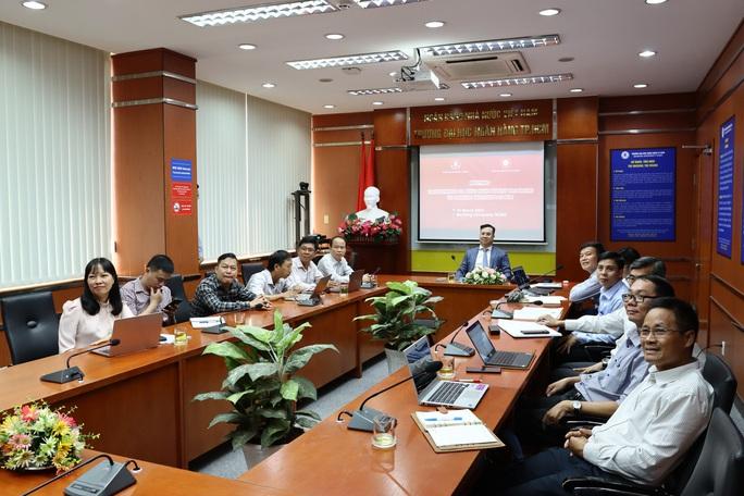 Trường ĐH Ngân hàng TP HCM chuyển giao bản quyền 3 chương trình đào tạo sang Lào - Ảnh 1.