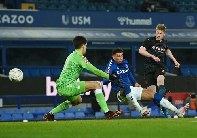 Siêu sao bùng nổ, Man City tốc hành đoạt vé bán kết FA Cup - Ảnh 7.