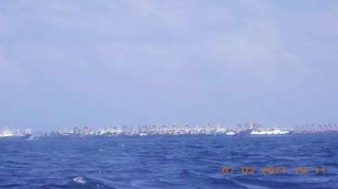Hơn 200 tàu Trung Quốc dồn về một nơi trên biển Đông - Ảnh 2.