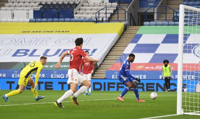 Tứ kết FA Cup: Công cùn thủ kém, Man United thua tan tác Leicester  - Ảnh 3.