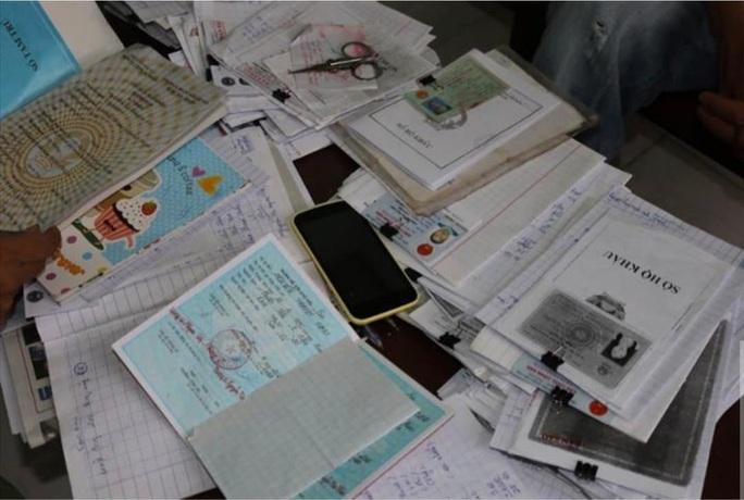 Công an quận Tân Phú bắt ông chủ Homebank Ngân hàng tại nhà - Ảnh 1.