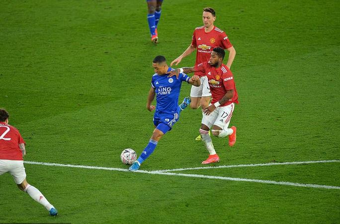 Tứ kết FA Cup: Công cùn thủ kém, Man United thua tan tác Leicester  - Ảnh 6.