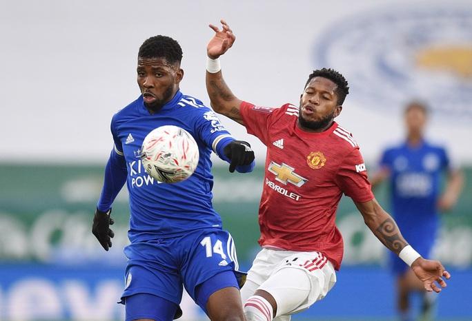 Tứ kết FA Cup: Công cùn thủ kém, Man United thua tan tác Leicester  - Ảnh 2.