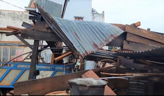 Sét đánh 1 người chết, lốc làm hàng chục nhà tốc mái ở Lâm Đồng - Ảnh 1.