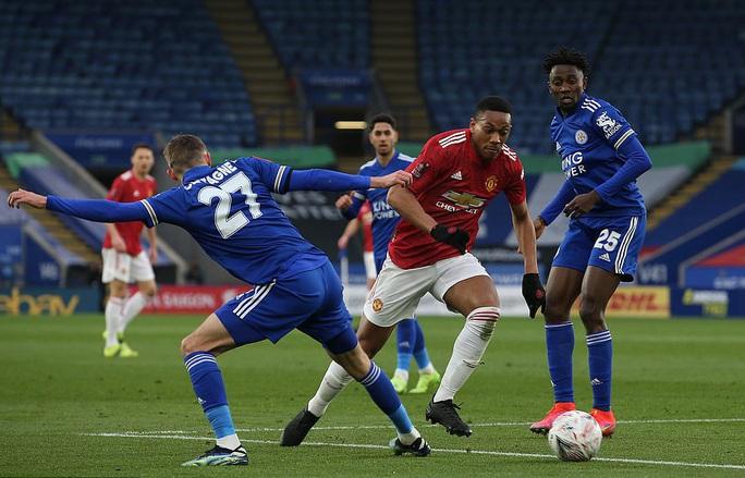 Tứ kết FA Cup: Công cùn thủ kém, Man United thua tan tác Leicester  - Ảnh 1.