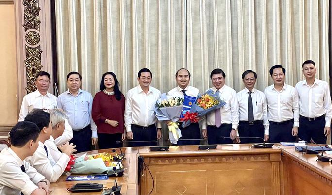 Chủ tịch UBND TP HCM  trao quyết định điều động, bổ nhiệm 3 nhân sự lãnh đạo - Ảnh 3.