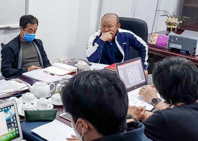 HLV Park Hang-seo theo dõi V.League tìm nhân tố mới cho đội tuyển Việt Nam - Ảnh 1.
