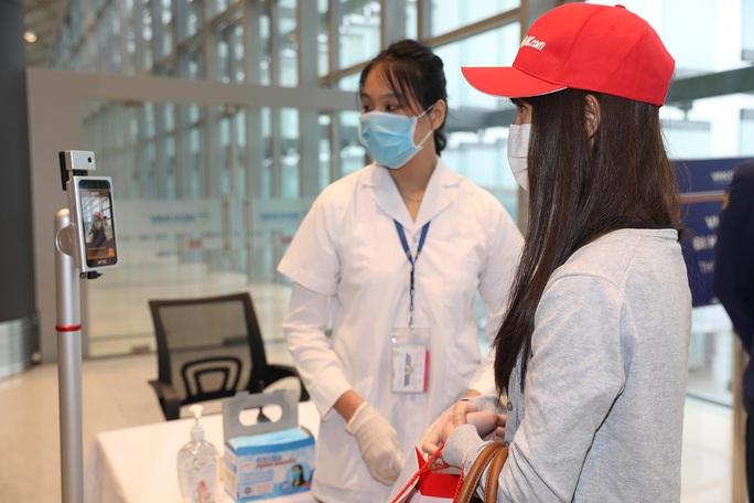 Nghi thức đặc biệt đón chào những hành khách đầu tiên từ TP HCM tới sân bay Vân Đồn - Ảnh 7.