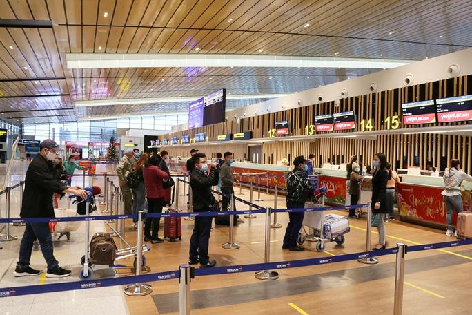 Nghi thức đặc biệt đón chào những hành khách đầu tiên từ TP HCM tới sân bay Vân Đồn - Ảnh 13.