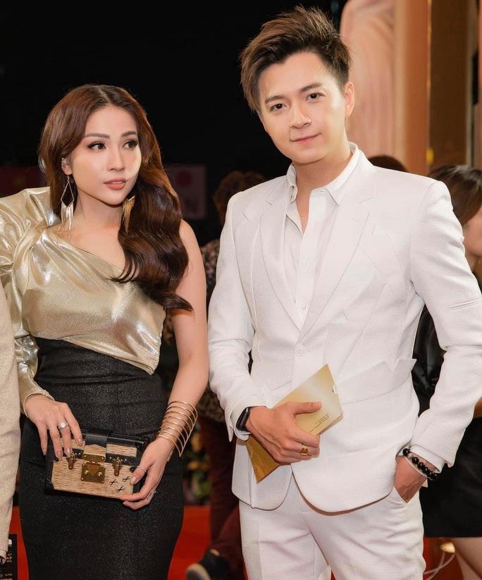Sân khấu vừa sáng, diễn viên Khả Như phải xa sàn diễn - Ảnh 3.