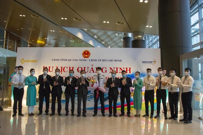 Nghi thức đặc biệt đón chào những hành khách đầu tiên từ TP HCM tới sân bay Vân Đồn - Ảnh 9.