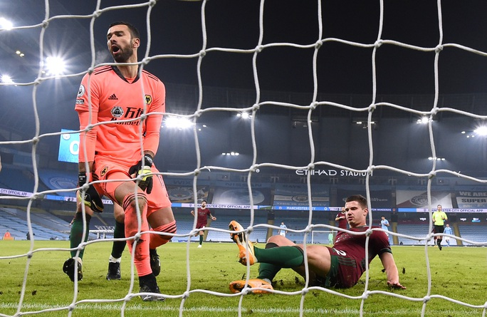 Bùng nổ trước Wolverhampton, Man City nối dài kỷ lục toàn thắng - Ảnh 2.