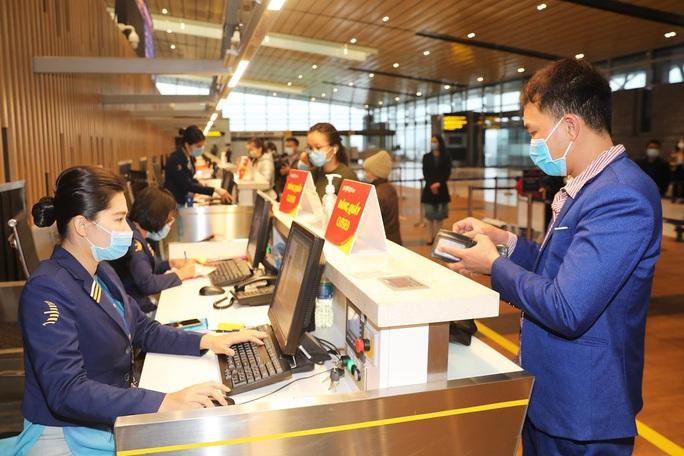 Nghi thức đặc biệt đón chào những hành khách đầu tiên từ TP HCM tới sân bay Vân Đồn - Ảnh 14.