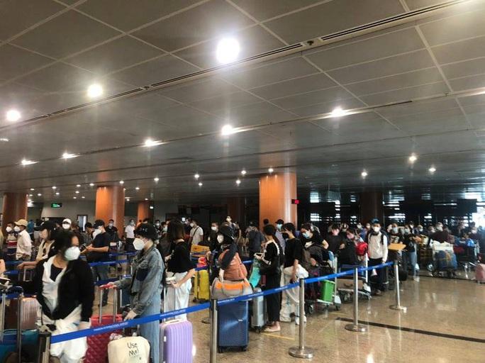 Hai chuyến bay đưa người Việt từ Myanmar về nước hạ cánh ở Đà Nẵng - Ảnh 5.