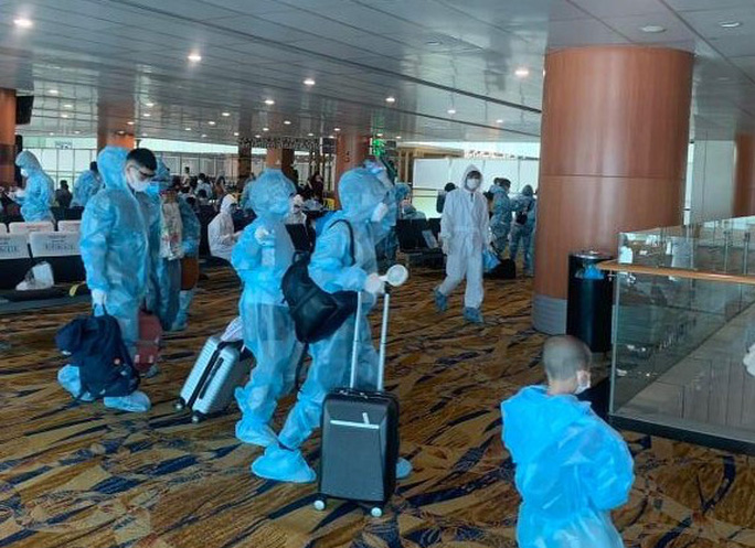 Hai chuyến bay đưa người Việt từ Myanmar về nước hạ cánh ở Đà Nẵng - Ảnh 7.