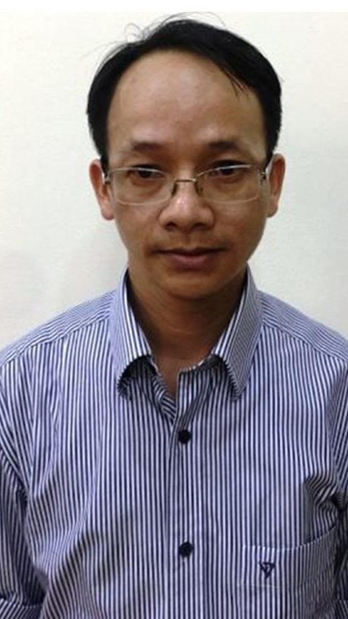 Khởi tố nguyên phó chánh Văn phòng UBND TP HCM - Ảnh 3.